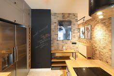 Kuchnia z wyspą - zobacz gotowy projekt wnętrza - Galeria - Dobrzemieszkaj.pl Conference Room, Table, Furniture, Home Decor, Dots, Decoration Home, Room Decor, Meeting Rooms, Tables