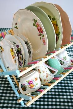 Vintage China Antique Plate Rack Design Ideas For Your Vintage Kitchen - The ART in LIFE - For dealing with collectible plates finding a superb source to purchase a wall-mounted plate rack of high quality could be very valuable to you. Antique Plates, Vintage Plates, Vintage Dishes, Vintage China, Vintage Tea, Vintage Tableware, Shabby Chic Plates, Shabby Chic Decor, Plate Racks