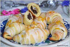Rogaliki z masą makową i lukrem Sugar Cookies, Sushi, Food And Drink, Sweets, Cooking, Ethnic Recipes, Kitchens, Pastries, Bakken