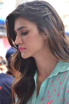 Kriti Sanon steals spotlight at the Umang Festival