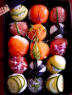 Temari Sushi :http://www.unpetitoiseaudanslacuisine.com/temari-sushi/