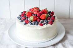 Cup and Cakes: Mai kake med Créme Fraiche og friske bær Norwegian Food, Norwegian Recipes, Creme Fraiche, Holidays And Events, Food And Drink, Sweets, Healthy Recipes, Meals, Baking