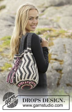 "Port Noir by DROPS Design. bag with color pattern in ""Nepal"". Free Pattern Port Noir by DROPS Design. bag with color pattern in ""Nepal"". Mochila Crochet, Crochet Tote, Crochet Handbags, Crochet Purses, Crochet Crafts, Free Crochet, Knit Crochet, Knitting Patterns Free, Free Knitting"