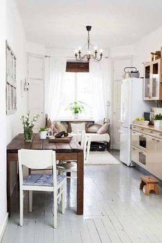 Una cocina acogedora y con detalles rústicos.