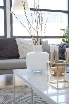 marimekko_maljakko Decorating Blogs, Interior Decorating, Coffee Table Styling, Modern Loft, Interior Design Inspiration, Interior Ideas, Scandinavian Modern, Marimekko, Sweet Home