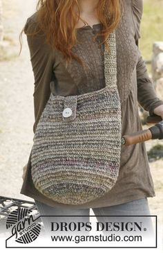 """Sac DROPS au crochet, en """"Delight"""" et """"Cotton Light"""". Modèle gratuit de DROPS Design."""