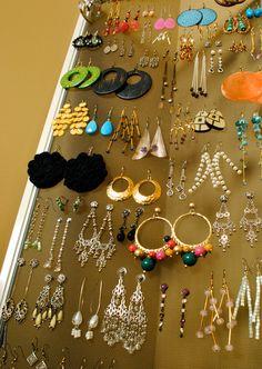 Organize your earrings on an old window screen