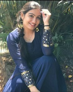 Cute Girl Image, Girls Image, Lovely Smile, Blue Saree, Beautiful Girl Indian, Cute Faces, Indian Girls, Asian Beauty, Braided Hairstyles
