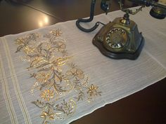 Nazire'nin Elişleri Old Hands, Handicraft, Hand Embroidery, Diy And Crafts, Home Decor, Facebook, Needlepoint, Bags, Projects To Try