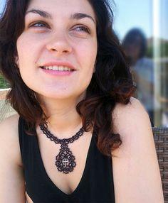 Viktorianischen Stil occhi Halskette. Schwarze Spitze Halskette mit einem Kreuz. Occhi Spitze Halskette. Frivolite Schmuck. Der gotische Stil Halskette.
