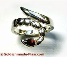 Goldschmiede Plaar in Osnabrück: Skorpion-Ring Silber mit Granat - Silver Scorpion Ring with Garnet