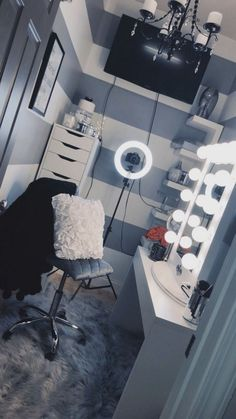 Makeup rooms - 44 awesome teen girl bedroom ideas that are fun and cool 9 Vanity Room, Corner Vanity, Vanity Decor, Home Theater Design, Home Design, Spa Design, Interior Design, Wall Design, Glam Room