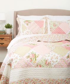 This is what i want for my birthday if you cant come up. :0) full size. Emily Quilt Set is perfect! #zulilyfinds