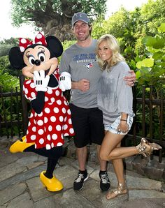 Carrie Underwood Love this photo! Love this singer, always a class act!
