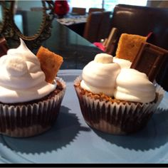 S'mores cupcakes... I hate marshmallow but even I have to admit that these look good!!!