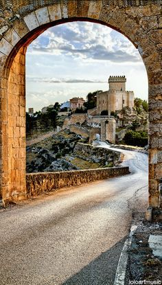 The Castle of Alarcan forms part of the fortifications built around the town of Alarcan in Cuenca, Spain. The Places Youll Go, Places To See, Cuenca Spain, Aragon, Monuments, Spain And Portugal, Places Of Interest, Spain Travel, Madrid