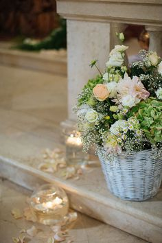 flowers in a basket, floating candles and rose petals http://weddingwonderland.it/2015/04/matrimonio-ispirato-alle-farfalle.html