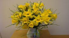 DIY  Blumenstrauß mit Osterglocken selber binden ❁ Flora-Shop