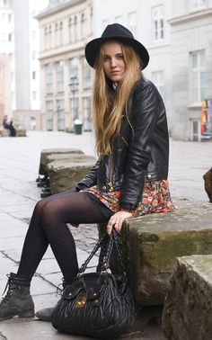 My Life As A Foreigner: Danish Fashion Botines Casual, Street Style Chic, Chelsea, Danish Fashion, Outfits Mujer, Martens, Danish Style, Girly, Winter Stil