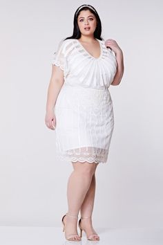 This Great Gatsby era Roaring Twenties Inspired Dress in White is the essence of elegance. It is embellished with gold hand-work for an eye-catching, classic effect 1920s Fashion Dresses, Vintage Fashion 1950s, Victorian Fashion, Vintage Hats, Maxi Dress Wedding, Bridal Dresses, Bridesmaid Dresses, Fringe Flapper Dress, London Outfit
