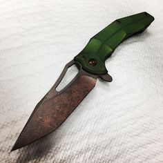Sick as a dog, but managed to finish another one post apocalyptic copper wash ffkw/gav Spinner with bright toxic green and bronze ano. Its available for purchase in the shop. Link in the bio