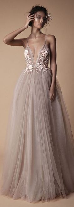 28 Elegant And Sexy Wedding Dresses that Will Highlight Your Curves so many styles and silhouettes, a dream dress for every bride. We have collected for the bridal gowns that are elegant alternatives for your big day! Sexy Wedding Dresses, Wedding Dress Tulle, Wedding Gowns, Wedding Bridesmaids, Mode Inspiration, Beautiful Gowns, Beautiful Outfits, Pretty Dresses, Elegant Formal Dresses