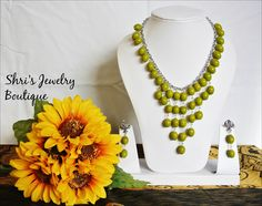 Water Fall Necklace with earring Code : N09 Price : 180KR Note : Can be cutomized in different colors