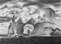 """""""Gênesis"""" é um projeto de Sebastião Salgado, um livro com mais de 500 páginas de incríveis imagens de paisagens naturais, seres humanos e animais, com todas as tonalidades possíveis do preto e branco, já que o fotógrafo não trabalha com outras cores."""