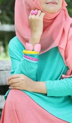 Put The Spring in Your Step With Hijab Fashion Outfits Hijab Look, Hijab Style, Hijab Chic, Muslim Hijab, Muslim Dress, Islamic Fashion, Muslim Fashion, Muslim Girls, Muslim Women