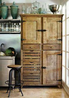 23 Best Ideas of Rustic Kitchen Cabinet You'll Want to Copy Rustic themed kitchen is a beautiful combination of country cottage and farmhouse decoration. Browse more ideas of rustic kitchen design on our site! Pallet Furniture, Rustic Furniture, Kitchen Furniture, Kitchen Decor, Kitchen Hutch, Furniture Ideas, Diy Kitchen, Kitchen Interior, Interior Doors