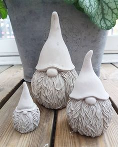 gnomes crafts how to make ; gnomes crafts for kids ; Ceramics Projects, Clay Projects, Clay Crafts, Cement Art, Concrete Crafts, Pottery Sculpture, Sculpture Clay, Sculpture Projects, Art Sculptures