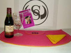 Juego de individuales para mesa, Capote 2014 SarasekaO, incluye servilletas.