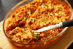 Spicy baked pasta with tomato cream sauce and hot Italian sausage. Oven Recipes, Pork Recipes, Healthy Dinner Recipes, Yummy Recipes, Sous Vide Cooking, Oven Cooking, One Pot Meals, Easy Meals