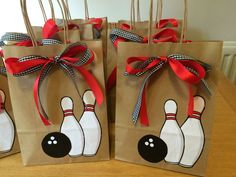 Party bags for Bowling Party Party bags for Bowling Party Kids Bowling Party, Bowling Party Themes, Bowling Pin Crafts, Bowling Party Invitations, 12th Birthday, 3rd Birthday Parties, Kegel, Party Favor Bags, Party Party