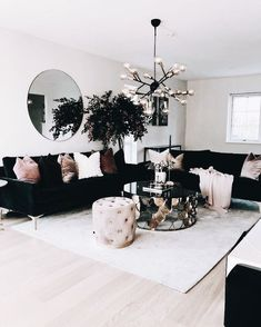 The perfect black and whit living room!