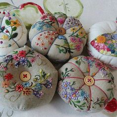 Have Fun with Silk-Ribbon Embroidery - Embroidery Patterns Folk Embroidery, Silk Ribbon Embroidery, Floral Embroidery, Embroidery Stitches, Embroidery Patterns, Sewing Crafts, Sewing Projects, Creation Couture, Wool Applique