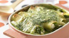 Tolle Nudelrollen für die ganze Familie, umhüllt von einer cremigen Spinatsauce Spargel-Cannelloni mit Spinat   http://eatsmarter.de/rezepte/spargel-cannelloni-spinat