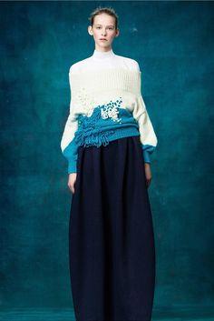 The complete Delpozo Pre-Fall 2017 fashion show now on Vogue Runway. Knitwear Fashion, Knit Fashion, Fashion 2017, Look Fashion, Fashion Art, Runway Fashion, High Fashion, Fashion Show, Fashion Design