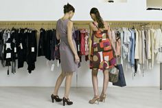 Want to know the best time to buy clothing?  This article explains when you should buy your favorite items of clothing!