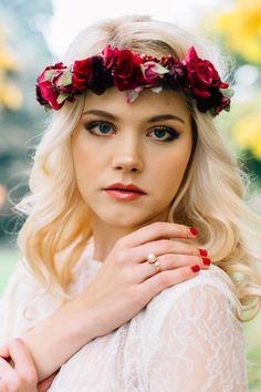 "Unter dem Motto Bohemian Wedding fand unser ""Kiss The Boho Bride"" Styled Shooting u. mit Valentina Burigo, we are flowergirls, Heyday und Goldmarie statt. Boho Bride, Wedding Styles, Kiss, Bohemian, Headbands, Photography, Ideas, Fashion, Wedding Ideas"