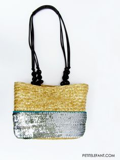 How to recycle a thrifted purse this Summer: a super easy how to from crafty editor Steph. Take an old purse, or a thrifted purse + turn it into this tote!