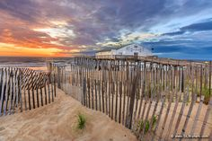 Sand fence at sunrise in front of Kitty Hawk Fishing Pier on the Outer Banks. Kitty Hawk North Carolina, Outer Banks North Carolina, Living In North Carolina, North Carolina Homes, South Carolina, Great Vacation Spots, East Coast Road Trip, Hatteras Island, Cool Photos