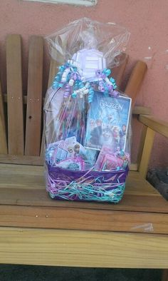 Disneys Frozen Inspired Easter Basket or Gift Basket Kids Gift Baskets, Christmas Gift Baskets, Easter Baskets, Frozen Easter Basket, Diy Party Gifts, Kids Wedding Activities, Balloon Gift, Wedding With Kids, Alice