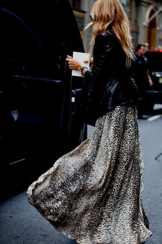 animal print maxi + leather jacket (travel, fashion, look, street style, rachel zoe) Look Fashion, Fashion Beauty, Womens Fashion, Fashion Trends, Fashion Hacks, Street Fashion, Fashion Ideas, Rock Style, Style Me