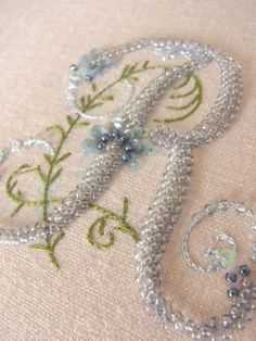 Ohhhhh - a beautiful bead embroidery monogram R. This is really lovely! Inspiration only.