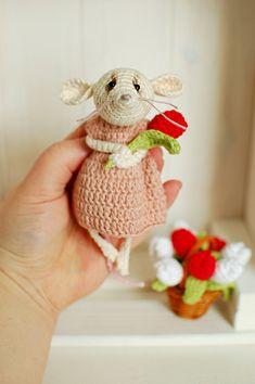 Tulip mouse / miniature mice Flower Girl Gifts, Mice, Christmas Tree Ornaments, Tulips, Organic Cotton, Birthday Gifts, Valentines Day, Dinosaur Stuffed Animal, Miniatures