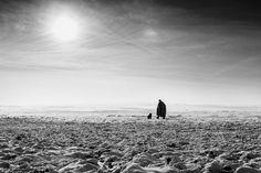 """<b>Paniti Márta</b> - """"Magányos pásztor és a kutyája egy napsütéses, de dermesztően hideg napon. Valahogy ez a kép számomra bemutatja a tél hangulatát, a rövid napokat és a rideg magányt."""" Mártától több <a class='trdeflink' href=""""https://www.facebook.com/MartaPanitiPhotoAndDesign?fref=ts"""">fotót itt találtok. </a>"""