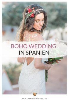 Heiraten am Strand in der Sonne am Meer ist wohl die romantischste Art sich zu trauen. Eine Hochzeit in Spanien am Meer ist entspannt und immer wunderschön. Ambrosia Wedding hilft dir bei der Planung deiner Strandhochzeit. Boho Hochzeit am Strand in Spanien. Traumhochzeit im Boho Stil, Boho Wedding in Spanien. Boho Deko für die Boho Braut.  #strandhochzeit #beachwedding #heiratenamstrand #bohowedding #bohohochzeit #bohodeko Hippie Chic, Bridal Make Up, Bridal Hair, Bridal Dresses, Flower Girl Dresses, Mediterranean Wedding, Boho Stil, Braut Make-up, Andalusia