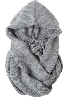 Cosy knitted snood in Italian-spun, soft merino. The tube scarf can be wrapped around several times.