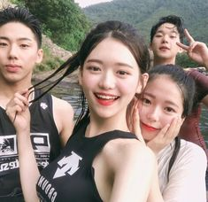 Squad Pictures, Friend Pictures, Ulzzang Couple, Ulzzang Boy, Asian Kids, Asian Love, Boy And Girl Friendship, Korean Best Friends, Boy Squad